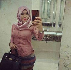 Jilbab mahmud Beautiful Muslim Women, Beautiful Hijab, Muslim Fashion, Hijab Fashion, Kebaya Hijab, Hijab Chic, Girl Hijab, Muslim Girls, Mode Hijab