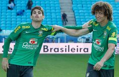 Oscar and David Luiz. This is one awkward picture. Chelsea Football, Football Boys, Chelsea Fc Players, Brazil Team, Awkward Pictures, Oscar, Attractive People, Superstar, My Love