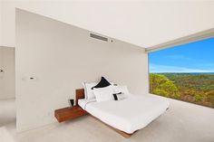 Elanora House: main bedroom.