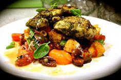 Pesto Chicken with Panzanella Salad - Em's Food For Friends Pesto Chicken, Kung Pao Chicken, Chicken Tenders, Chicken Thighs, Italian Salad, Dinner Salads, Ciabatta, Chicken Recipes, Dinner Recipes