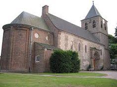 Oosterbeek :romaans kerkje dichtbij de uiterwaarden, dat in de 2e wereldoorlog gedeeltelijk werd verwoest.