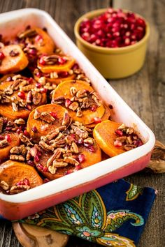 If you're looking for a sweet potato dish for your holiday table, then look no further. Make this Pomegranate Orange Sweet Potato Bake and share it with. Sweet Potato Dishes, Sweet Potato Slices, Vegan Recipes, Cooking Recipes, Pomegranate Recipes Vegan, Potato Recipes, Salad Recipes, Tapas, Gula