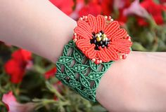This lovely Leaves and Poppies Macrame Bracelet is a must-make this spring!