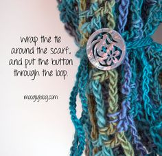 Get this free pattern for a button embellishment and change up the look of all your cowls and scarves! mooglyblog.com