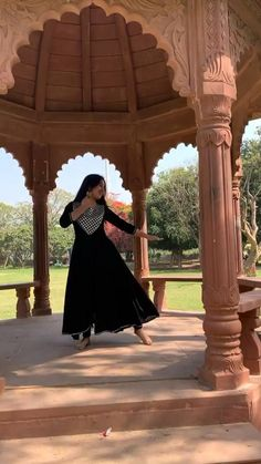 Wedding Dance Video, Girl Dance Video, Indian Wedding Songs, Samurai Clothing, Kathak Dance, Beautiful Girl Dance, Art Connection, Best Friends Shoot, Cool Dance Moves