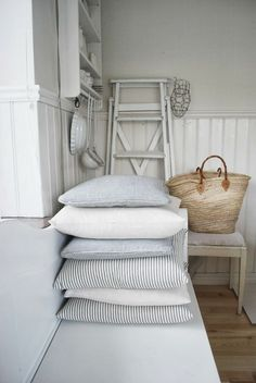 The European Farmhouse Style The Global Villa: The European Farmhouse Style The post The European Farmhouse Style appeared first on Etta Ward. Farmhouse Style Bedrooms, Farmhouse Design, French Farmhouse, Cottages By The Sea, Interior Decorating, Interior Design, Soft Furnishings, Cottage Style, White Cottage