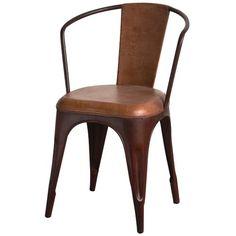 Metalen stoel bekleed met stoer bruin leder uit de collectie van New Routz.ca. H80 x B53 x D50 cm.
