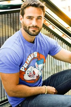 I like a nice beard on a man... not bushy, just manly. :-)