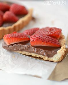 Nutella Strawberry Tart _ If you love Nutella, you're going to love this Nutella Strawberry Tart. A shortbread crust is filled with a Nutella pudding and topped with fresh strawberries. It's a chocolate lover's dream!