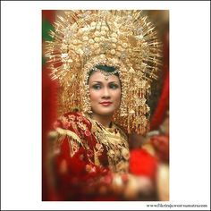 Suntiang is the crown of anak daro
