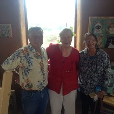 Lori greeting adobe architect extraordinaire Mark Chalom and his wife Betty Tsosie, a Tewa artist this past Sunday.