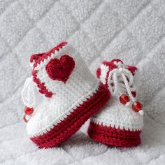 Valentine Boots, Valentine Shoes, Girl Boots, Girl Shoes, Baby Girl Booties, Baby Girl Shoes, Photo Prop, Baby Booties, Valentine Booties.  Keep your baby girl in style with these adorable Valentine baby girl booties. These Valentine boots will not only be a fashion hit but keep her little toes warm during the winter months! They are double soled made with softest acrylic in white and red yarn. When designing these Valentine booties, I wanted them to be cute so your baby can look gorgeous…