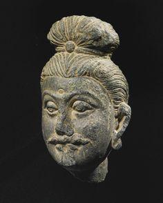 A SMALL GANDHARAN SCHIST HEAD OF A BODHISATTVA 2ND / 3RD CENTURY