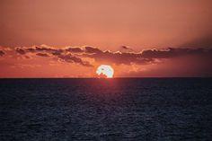 Y esta es la primera vez que consigo ver al sol salir por horizonte del mar. Sin duda el mejor amanecer que he podido ver...
