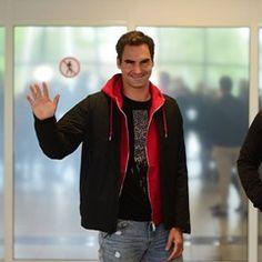 Swisstennisplayer Roger Federer greets fans as he arrives in Prague for Laver Cup