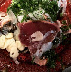 今日の旬  鰹の塩たたき 黒潮町産天日塩で食べたらめっちゃ美味いっす  #真味 #kuroshiocho  #kochi by solana_surf_camp
