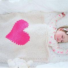 Coeur couverture bébé couffin taille à la main en tricot bébé doudou coeur rose…