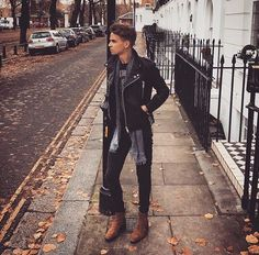 """skinnyjeansfreak: """"Hot Chelsey Boy in Skinnies ! Superenge Jeans, Jeans And Boots, Mens Casual Jeans, Casual Wear, Casual Outfits, Biker, Guys And Girls, Boys, Joe Sugg"""