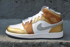 Awesome shoe so cute gold/white