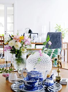 Roomly.se - En av Sveriges största sajt för inspiration till hemmet Blue And White China, Blue China, Sober, Josef Frank, Interior Decorating, Interior Design, Swedish Design, Decoracion Vintage Chic, Dream Decor