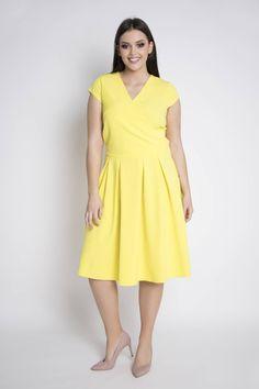 62d69a58cd966a Sukienka ANIA to elegancka, uszyta zgodnie z najnowszymi trendami  propozycja dla kobiet noszących większe i