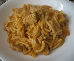 Ingredientes:   - 500 gr de lomo de cerdo cortado en cuadraditos  - 1 cebolleta bien picada  - 3 dientes de ajo picados  - Un chorro de sals...