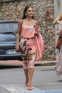Paula Echevarría y Daniella, sin David, en el Corpus Crazy Outfits, Summer Outfits, Summer Dresses, Vestidos Color Salmon, Green Outfits For Women, Outfit Trends, African Dress, African Fashion, Spring Summer Fashion