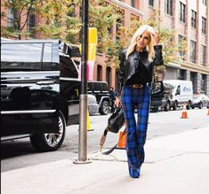 Image may contain: 1 person, standing and outdoor Donatella Versace, Street Style, Photo Instagram, Bell Bottoms, Bell Bottom Jeans, Mom Jeans, Nyc, Pants, Idol
