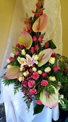 Altar Flowers, Church Flowers, Silk Flowers, Wedding Flowers, Funeral Floral Arrangements, Church Flower Arrangements, Ikebana Flower Arrangement, Altar Decorations, Bedroom Plants