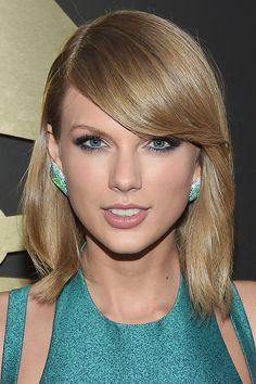 Draw attention to blue eyes with a sapphire smoky eye like Taylor Swift's.