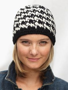 Houndstooth Hat in Patons Classic Wool Worsted. From knitting & crochet yarn and patterns to embroidery & cross stitch supplies! Shop all the craft materials you need to start your next project. Crochet Adult Hat, Crochet Beanie Hat, Knit Or Crochet, Crochet Scarves, Crochet Crafts, Free Crochet, Beanie Hats, Knitted Hats, Crochet Patron