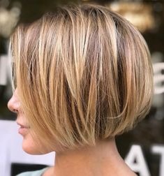 Latest Short Bob Haircuts for Women. Short bob haircuts are everlasting looks that everyone can wear based on the chop. Bob Style Haircuts, Blunt Bob Haircuts, Bob Haircuts For Women, Bob Hairstyles For Fine Hair, Layered Bob Hairstyles, Short Hairstyles For Women, Haircut Styles, Hairstyles 2018, Asian Hairstyles