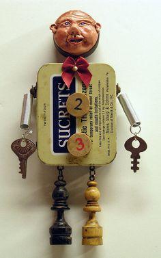 Mischtechnik Assemblage Art Puppe Vintage Magnet von mixedmediamax