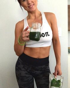 GREEN DETOX - TO RENEW by Unique Muscle is a super healthy, super greens blend designed to have you feeling energised and revitalised, a brand new you! Helping with any digestive problems and improving overall gut health! Beauty Boost, Barley Grass, Pantothenic Acid, Super Greens, Wheat Grass, Everyday Food, How To Increase Energy, Herbal Medicine, Natural Flavors