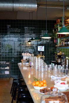 De Klub | Utrecht  Een moderne maar tijdloze bistro met een kleine kaart waar je voor een goede prijs waanzinnig lekker eet en drinkt. De Klub serveert ontbijt, (warme) lunch en diner.   Utrecht Tasty! < Foodspots Utrecht >