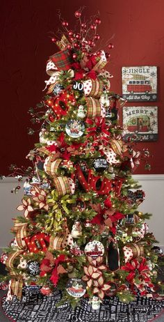 You must have heard of slim jeans, slim ties and slim phones. But another slim and skinny thing is taking the world by storm and that is slim or skinny Christmas trees. Lean or slim Christmas trees are just about half as wide as normal trees and range up to 15 feet high. The pencil Christmas trees,...