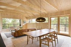 If I were to build a cabin vacation house, it might just look something like this from Stromma Project. Described as a vacation house, modern cabin Cabin Design, Cottage Design, Nordic Design, House Design, Modern Design, Wooden Cottage, Wooden House, Building A Cabin, Wooden Cabins