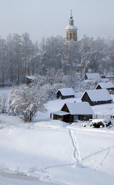 Winter landscape with Russian wooden houses. #Russian #wooden_house #winter