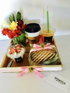 Breakfast Basket, Food Bouquet, Food Gifts, Food Presentation, Brunch, Lunch Box, Food And Drink, Healthy Recipes, Snacks