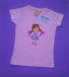 Camiseta de algodón con aplicaciones de fieltro, realizada completamente a mano