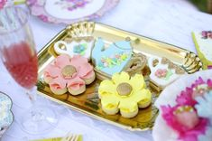 See life bloom inside this garden party baby shower at Kara's Party Ideas. You'll find gorgeous sweets, garden party decor, and much more here! Baby Shower Menu, Tea Party Baby Shower, Girls Tea Party, Tea Party Birthday, Cake Pop Designs, Ballerina Baby Showers, Outdoor Birthday, Butterfly Baby Shower, Project Nursery
