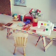 DIY doll house craft room. This website has oodles of dollhouse ideas.