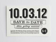 Invitaciones de boda originales: Save the Date en blanco y negro y mezcla de tipografias