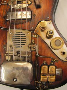 Sparkycaster Steampunk Bass. I LOVED IT! ♥ cc: @alvarograsso