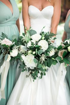 Summer Greenery Bouquet for the Bride #weddings #wedding #weddingideas #realwedding #weddingday #winerywedding #weddingdress #bride #bridesmaids
