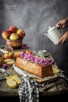 Bizcocho de manzana y avena. Cake Recipes, Vegan Recipes, Dessert Recipes, Dessert Ideas, Beautiful Desserts, Beautiful Cakes, Delicious Deserts, Vegan Cake, Sweet Bread