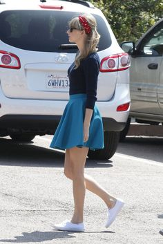 Taylor Swift Photos - American singer-songwriter Taylor Swift films her new music video in Los Angeles. - Taylor Swift Films a Music Video in Los Angeles Taylor Swift Concert, Taylor Alison Swift, Girly Outfits, Cute Outfits, Concert Looks, Swift Photo, Beautiful Young Lady, Beautiful Celebrities, Keds