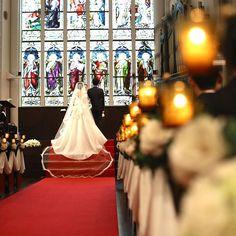 自然光で輝くステンドグラスを前に誓いを立てる  ゲストに見守られて過ごす時間は一生の思い出に。  #神戸セントモルガン教会 #セントモルガン教会 #神戸 #結婚式 #wedding #weddingdress #tagaya #タガヤ #チャペルウェディング #ウェディングフォト #ステンドグラス #ロイヤルステンドグラス #バージンロード #プレ花嫁 #関西プレ花嫁 Wedding Photoshoot, Wedding Pics, Japanese Wedding, Simply Beautiful, Ulzzang, Engagement Photos, Marriage, Scene, Bride