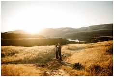 Engagement photos at Rowena Crest in the Columbia River Gorge by Katy Weaver Photography