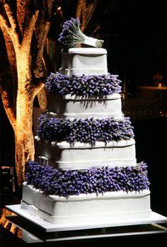 ~~```Lavender cake```~~~ Lavender Cake, Lavender Garden, Lavender Flowers, Lavender Fields, Orange Wedding Flowers, Modern Wedding Flowers, Flower Bouquet Wedding, Green Wedding, Inexpensive Wedding Flowers